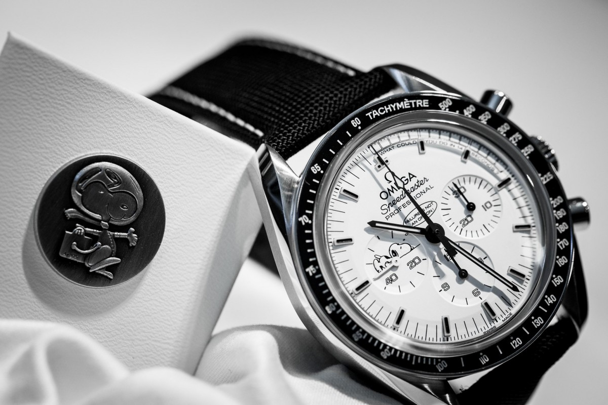 Wrsits on Omega Speedmaster replica professional limited edition watch